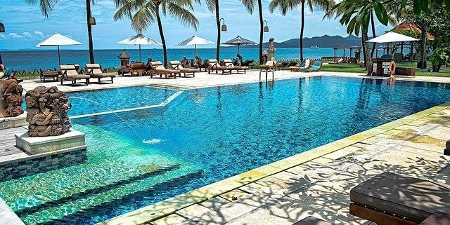 Más sostenibilidad, más tecnología y mejores experiencias en las piscinas de complejos turísticos